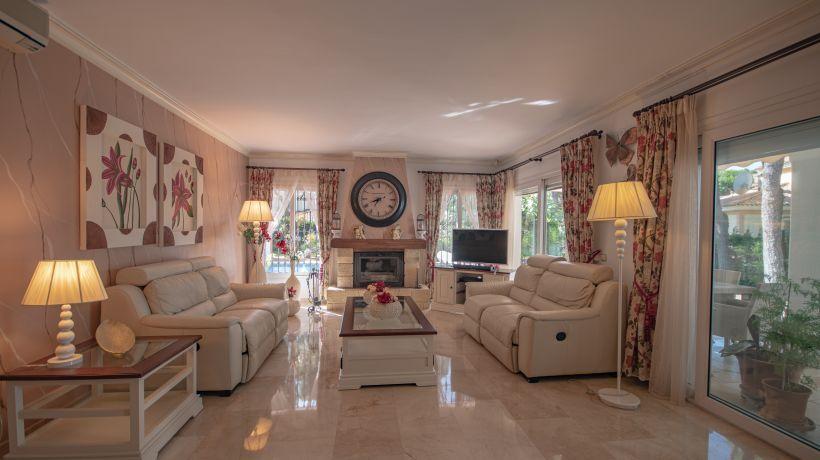 Villa for long term rent in Hacienda las Chapas, Marbella East