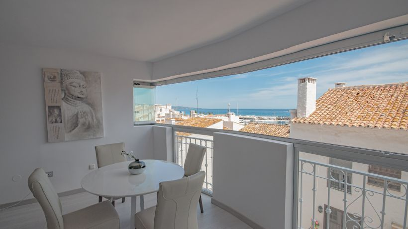 Renovated 2 bedroom apartment with sea views in Puerto Banús