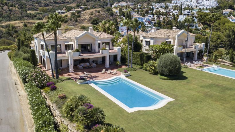 Colonial style villa with sea views on Marbella's Golden Mile