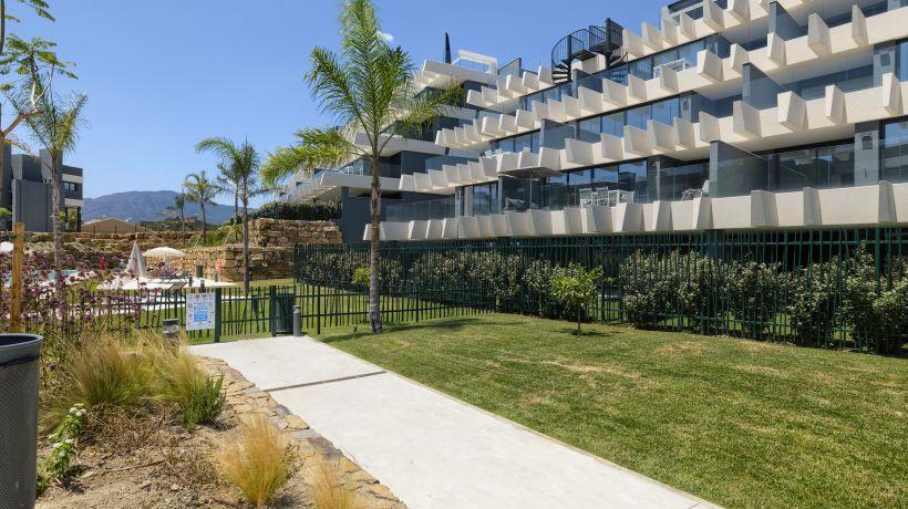 Apartamento Planta Baja en venta en La Resina Golf, Estepona
