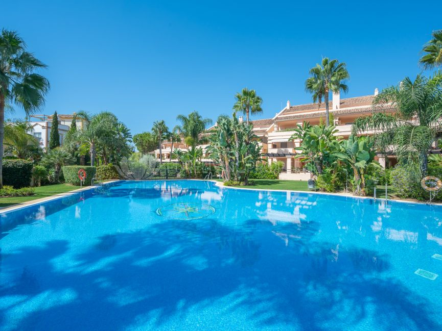 Luxury apartment in Albatros Hill, Nueva Andalucia