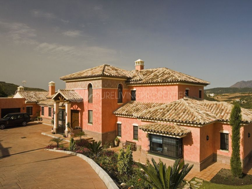 Stately Villa on First Line of Marbella Club Golf Resort