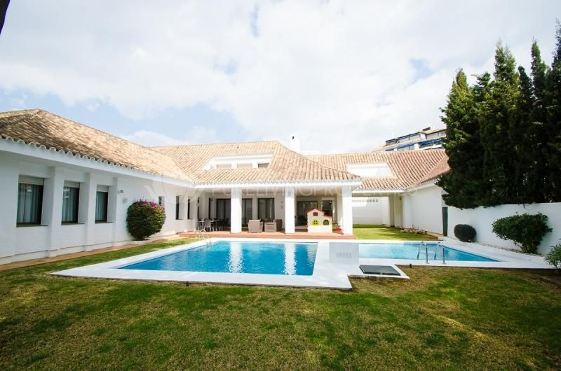 Beautiful and chamful Sea Side Villa in Puerto Banus