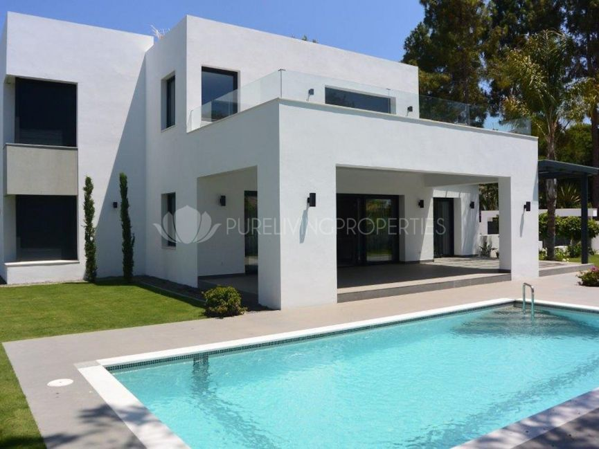 Brand New Villa with Modern Style at 100m from the beach in New Golden Mile