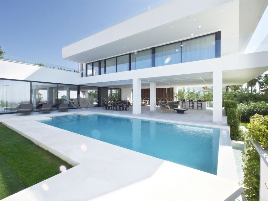 Modern five bedroom villa in villa in La Alqueria, Benahavis.
