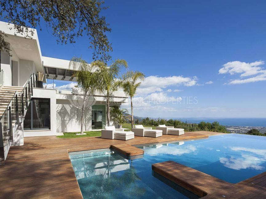 Extraordinary Modern Villa with Spectacular Sea Views