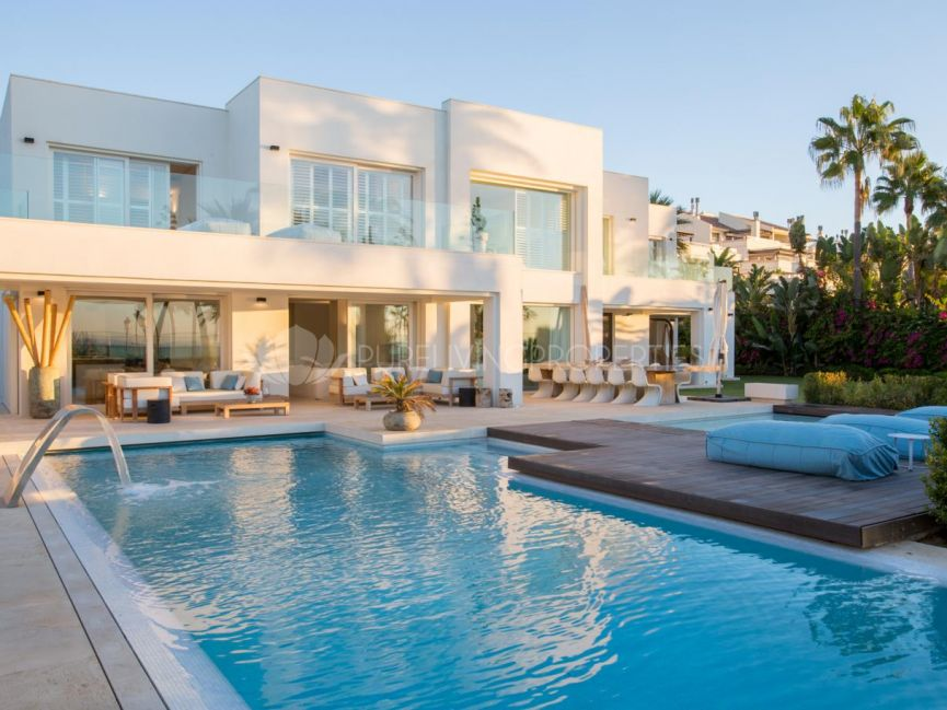 Exclusive modern front line beach villa in the Marbella Golden Mile