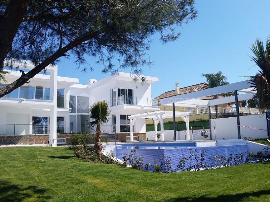 Modern 6 bedroom villa in Nueva Andalucia.