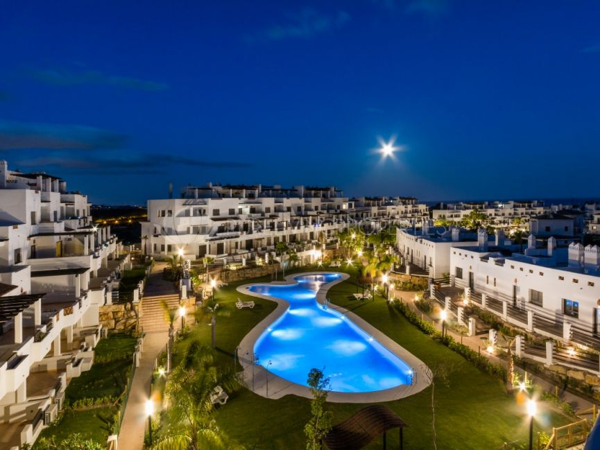 Stunning ground floor apartment in La Resina Golf and Country Club, Estepona