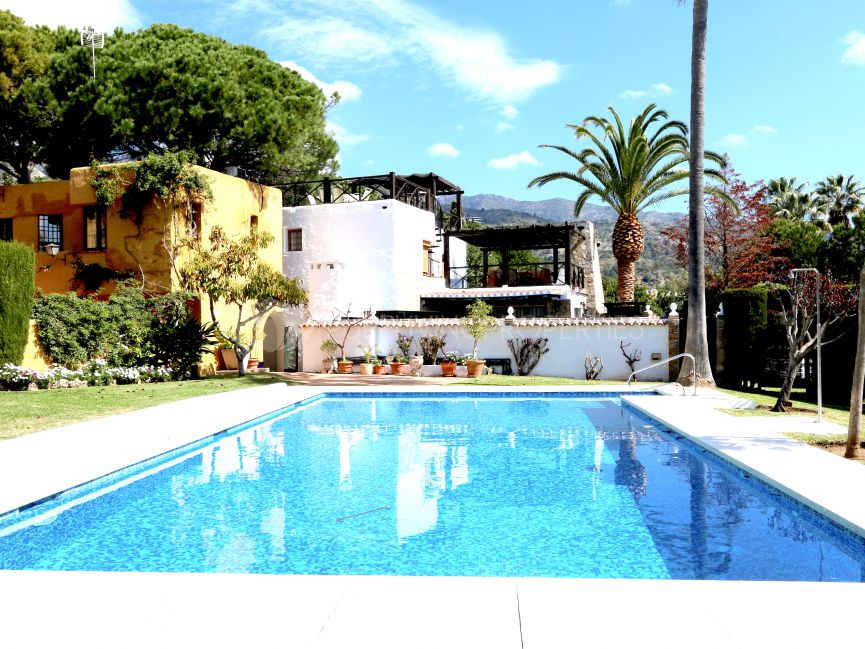 Townhouse with a private swimming pool in Balcones de Sierra Blanca.