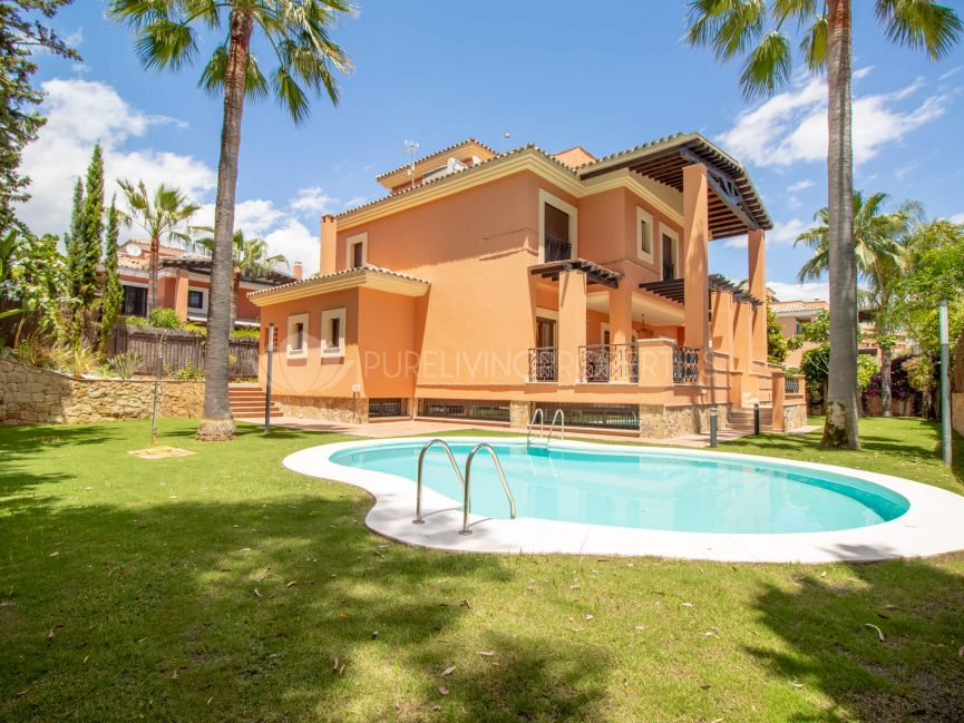 Great beachside villa located inside a gated community with 24-hour security in La Reserva de los Monteros, Marbella East.