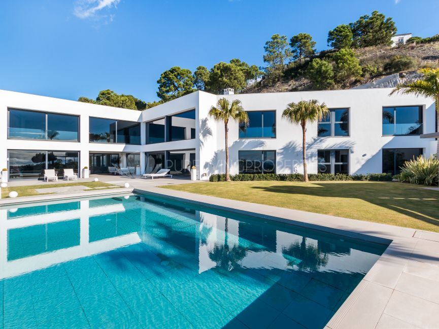 Brand new villa located in the beautiful Reserva de Alcuzcuz, Benahavis.