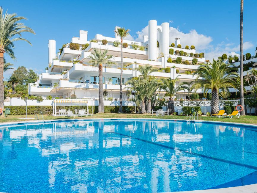 Modern completely renovated apartment in Las Lomas del Marbella Club.