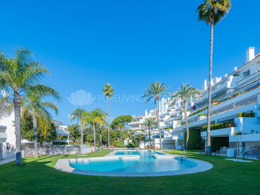 Apartment with sea views close to Trocadero Arena, Marbella East.