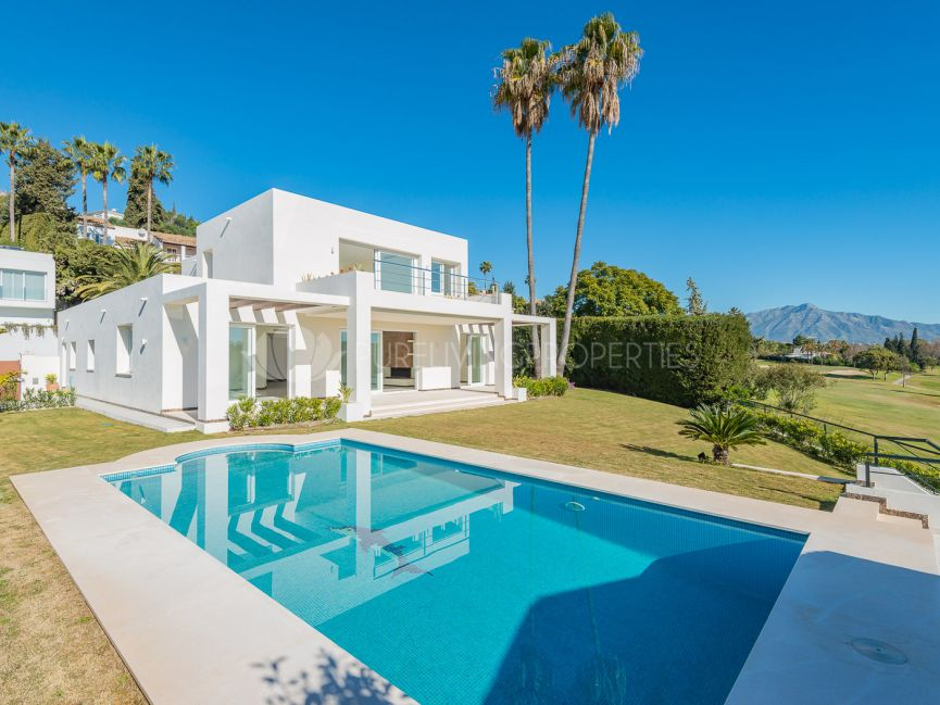 Superb recently renovated frontline golf villa located in El Paraiso Alto, Benahavis.