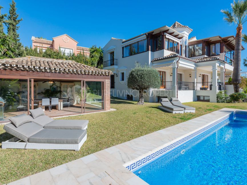 Elegant villa with amazing views in Sierra Blanca.