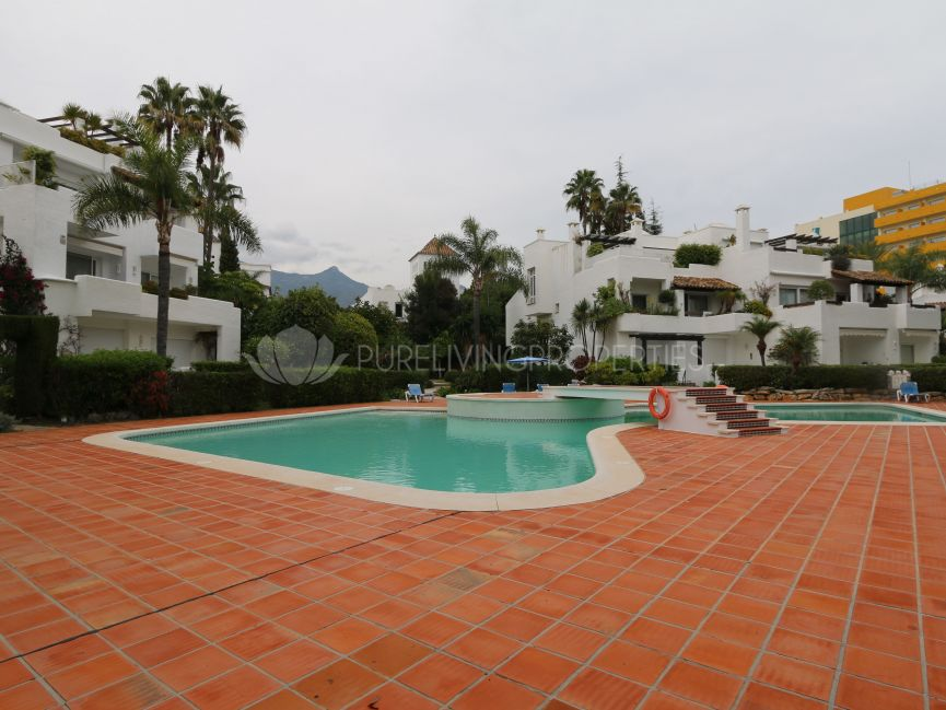 Beautiful apartment with a private garden in Alhambra del Mar.