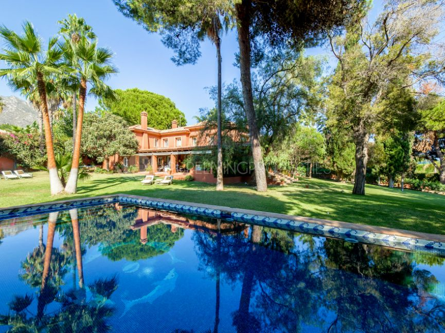 Villa for sale in Nagüeles, Marbella.