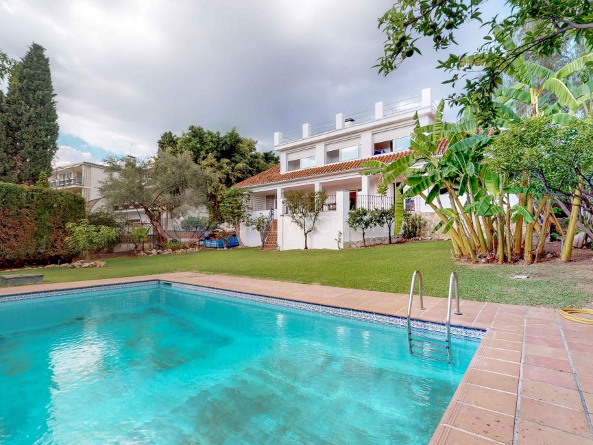 Unique detached villa with large plot in the centre of Marbella.