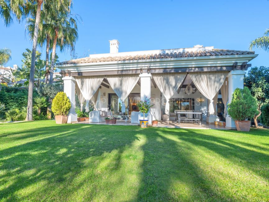 Charming five-bedroom villa in an exclusive gated community in Marbella Golden Mile