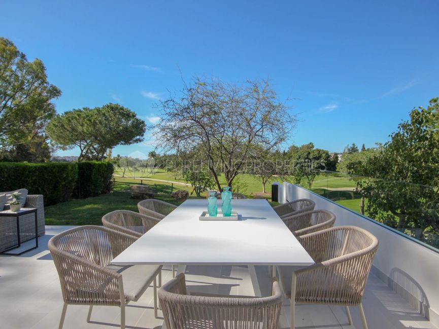 Spacious frontline golf apartment in Alcores del Golf