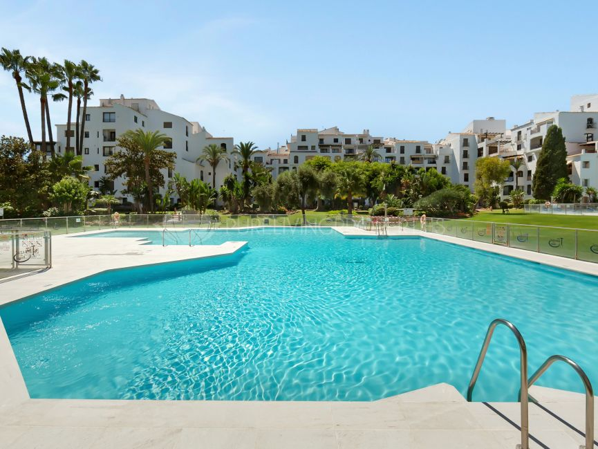 A three bedroom apartment in Jardines del Puerto
