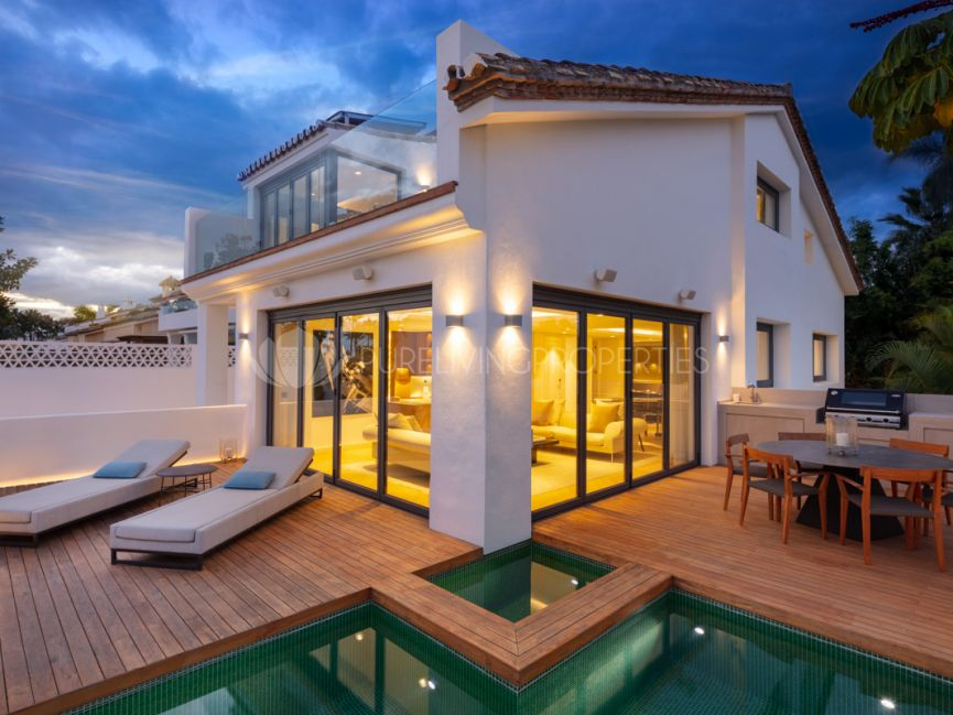 Second line beach luxury villa in Puente Romano