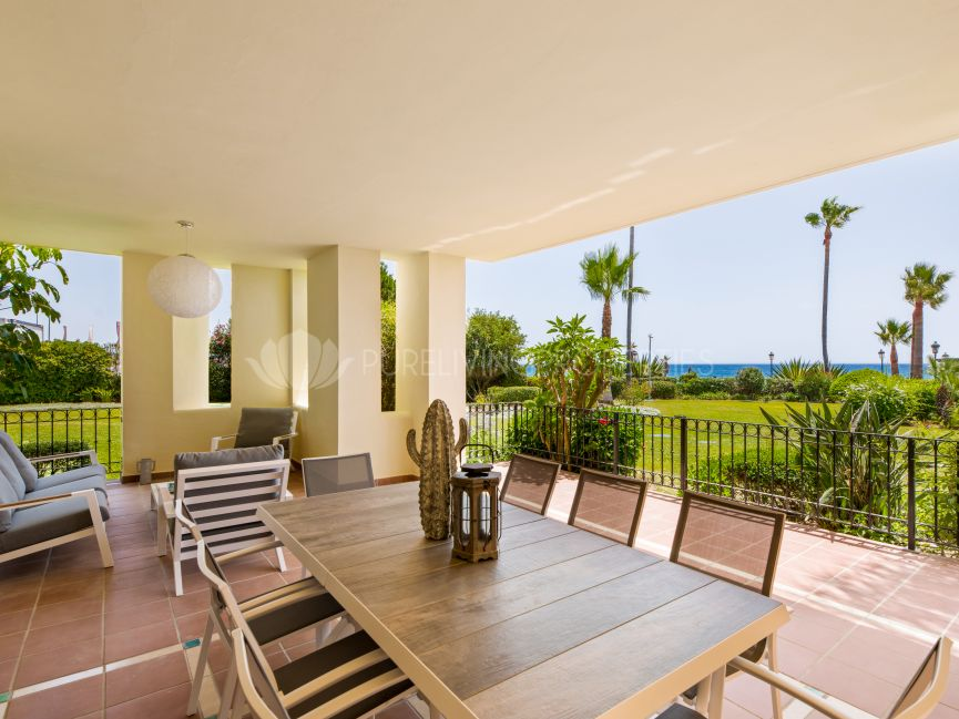 Frontline beach ground floor apartment in Bahia del Velerin, Estepona