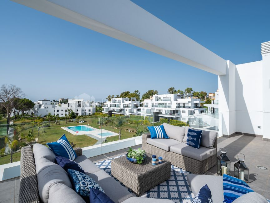 Duplex penthouse in the new luxury complex Marqués de Guadalmina
