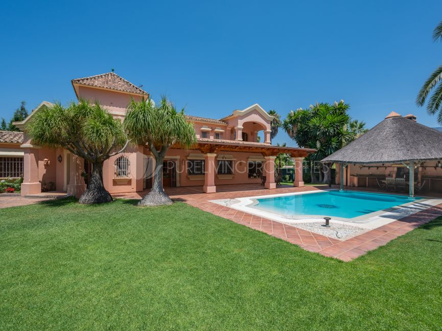 Four bedroom villa in Nueva Andalucia with great potential