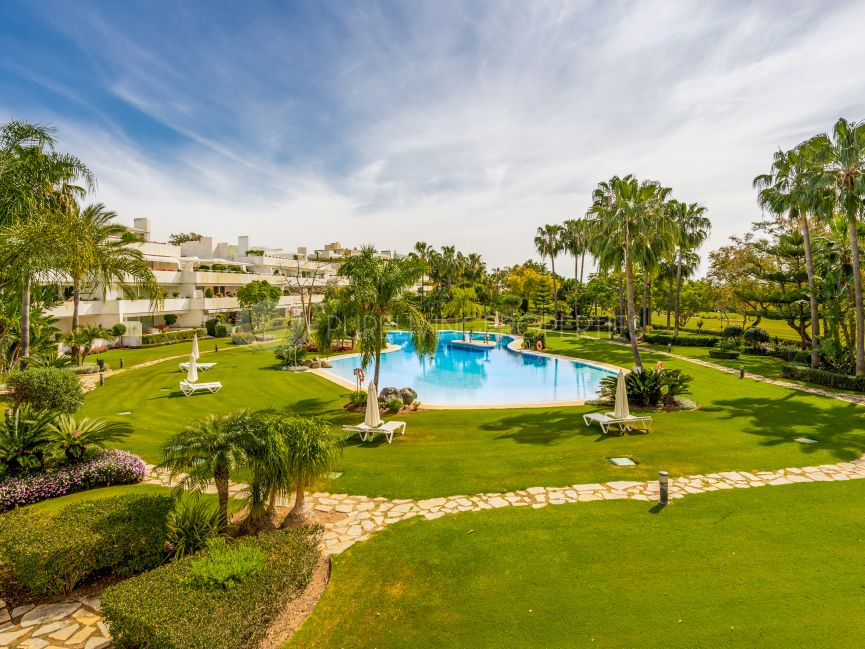Renovated two bedroom apartment frontline to Las Brisas Golf