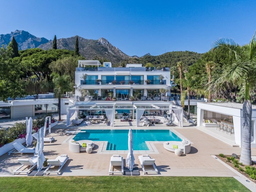 Exceptional contemporary eight bedroom villa with sea views on Cascada de Camojan