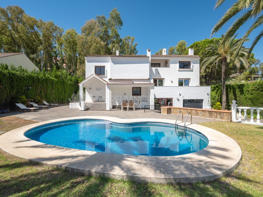 Five bedroom villa in the heart of Nueva Andalucia