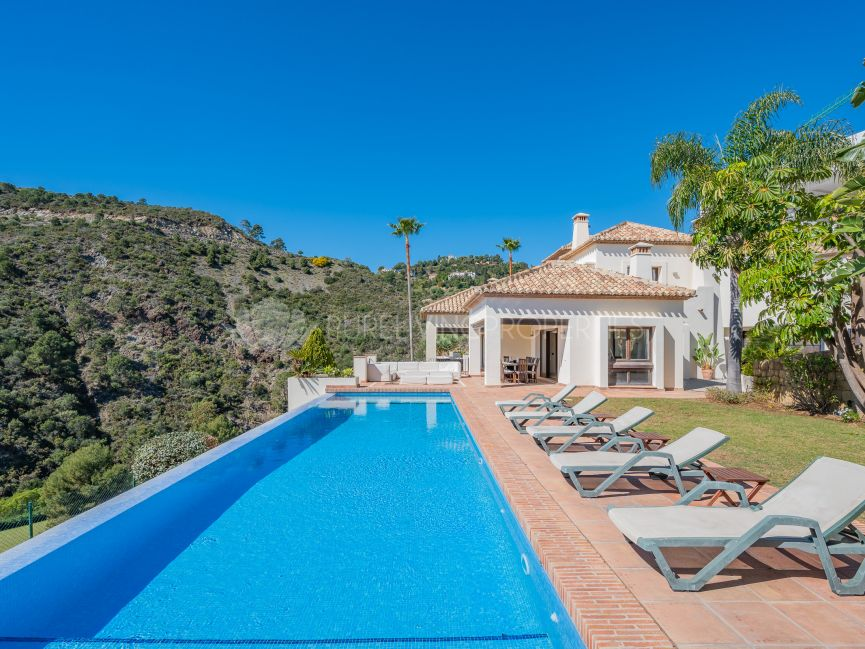 Fantastic frontline golf villa with panoramic views In Lomas de La Quinta
