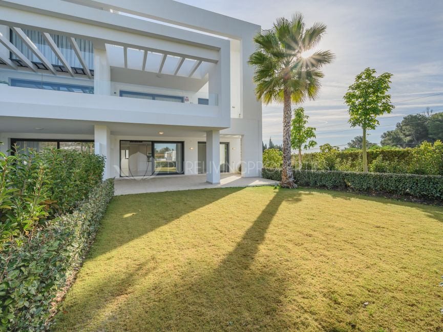 New contemporary apartment with private garden In Las Terrazas de Atalaya