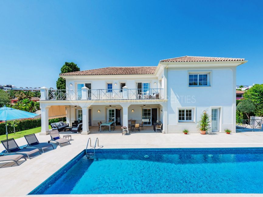 Exquisite villa in exclusive community just a stone's throw from the beach