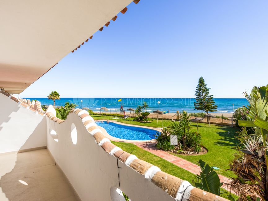 Two bedroom apartment beachside in Calahonda.