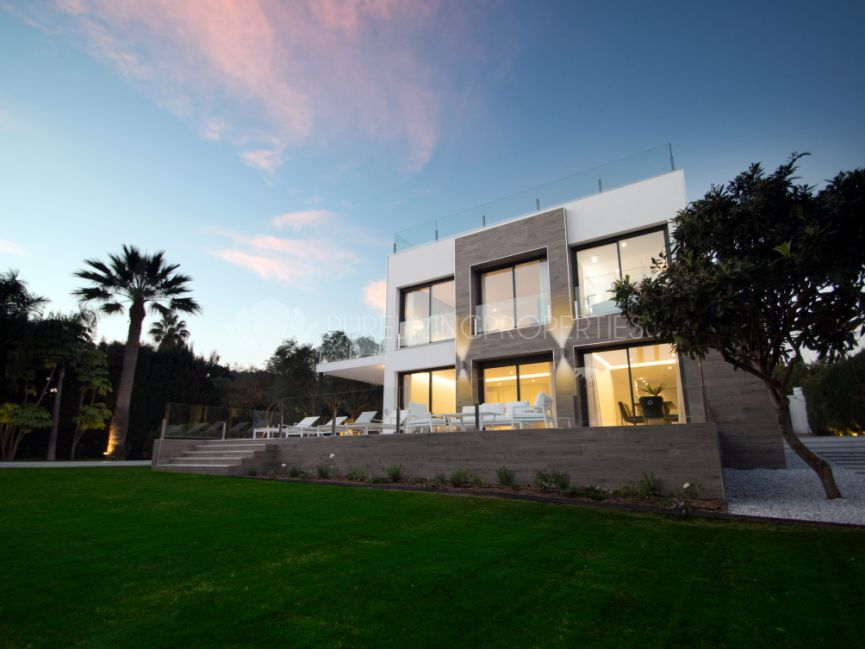 Modern four bedroom villa in Lagomar, Nueva Andalucia.