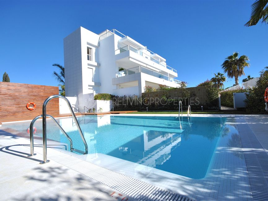 Beautiful duplex penthouse only 100m from the beach.