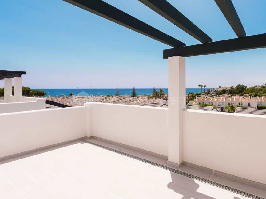 Three bedroom duplex penthouse in new residential complex in Arroyo Beach, Estepona