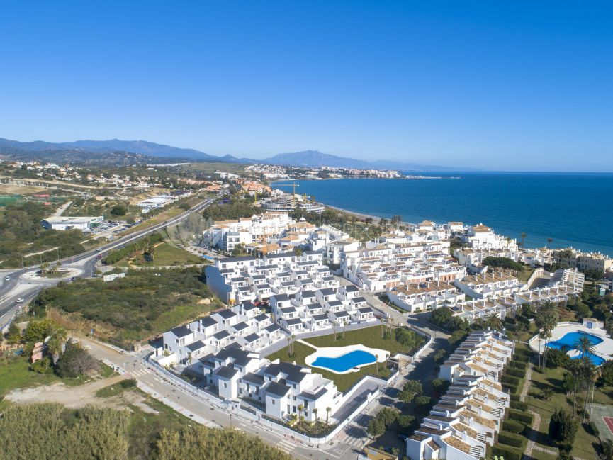 Three bedroom duplex penthouse located only 150m from the beach.