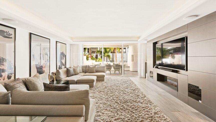 Marbella Golden Mile, Elegant and stylish recently renovated luxury apartment in Marina Puente Romano on the Golden Mile