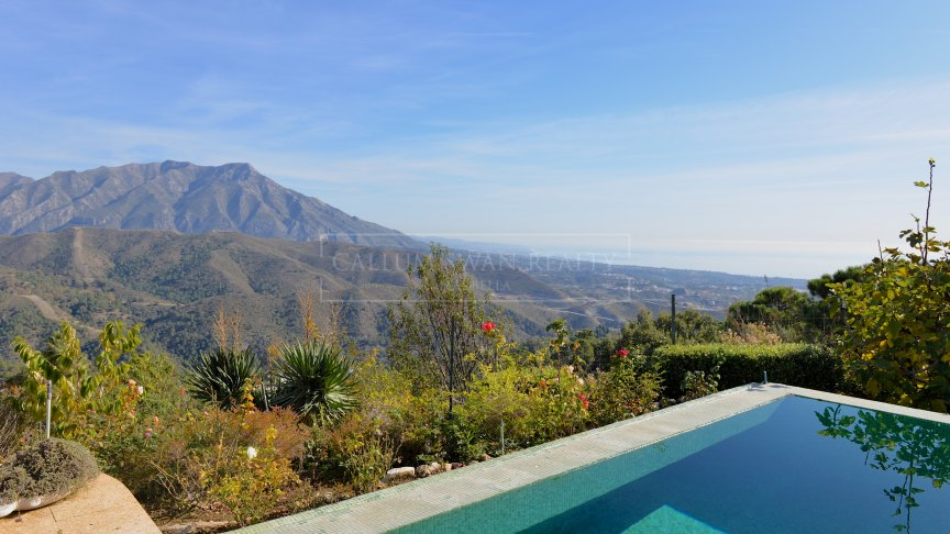 Benahavis, Rustic style villa in La Zagaleta with panoramic views