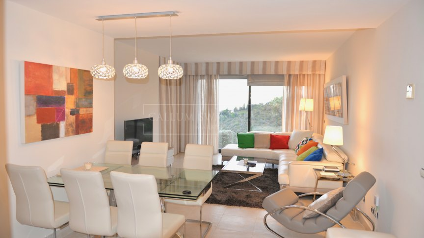 Marbella East, Stunning contemporary 3 bedrooms apartment in Altos de los Monteros, Marbella