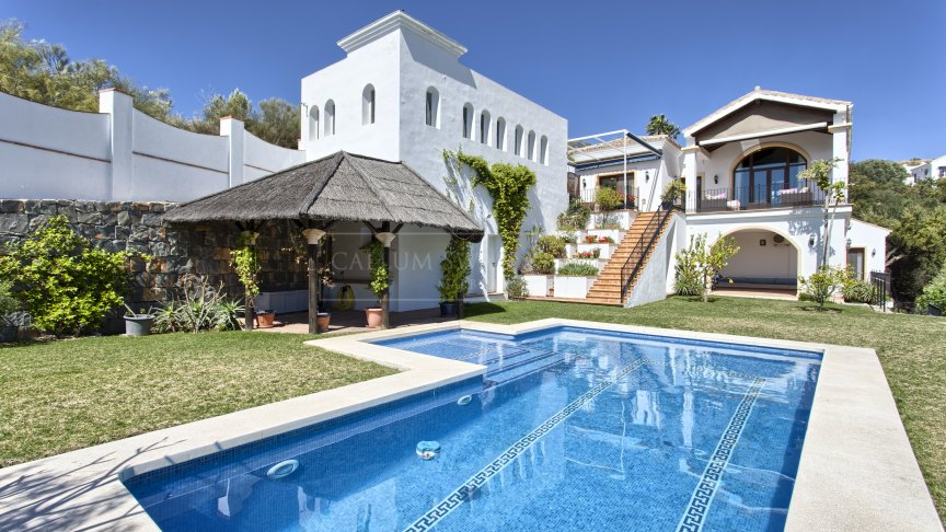 Benahavis, Classic quality villa with beautiful views to the Mediterranean and the mountains