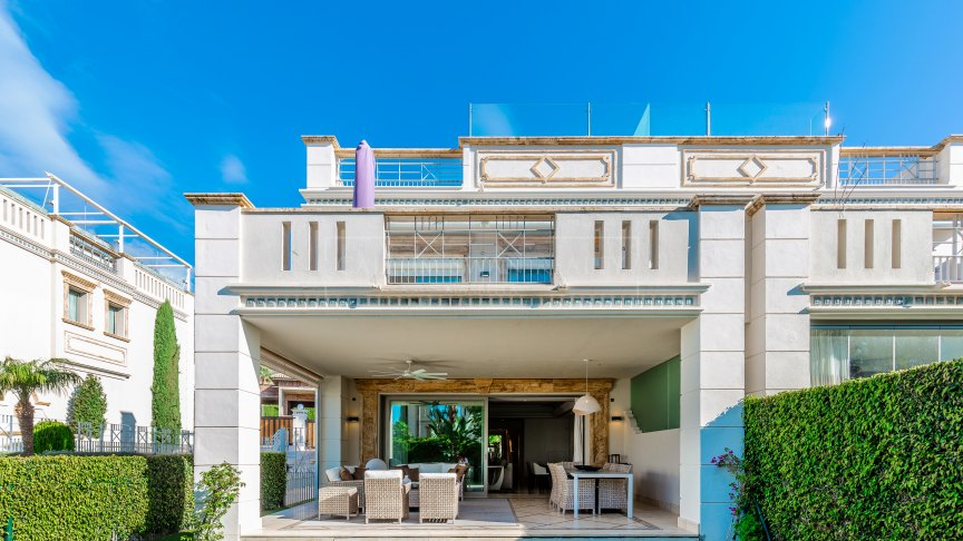 Marbella Golden Mile, Stunning semi-detached house in a gated luxury complex in Sierra Blanca, Marbella