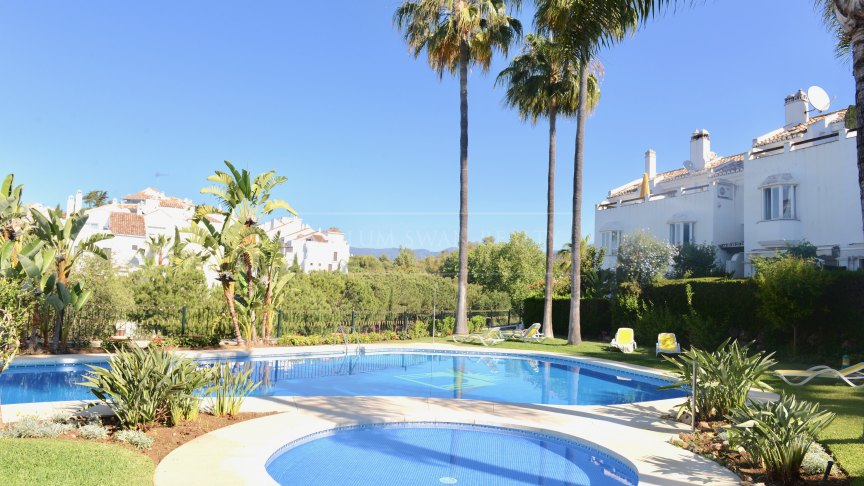 Marbella Golden Mile, Beautiful townhouse with three levels in the gated complex Arco Iris on the Golden Mile