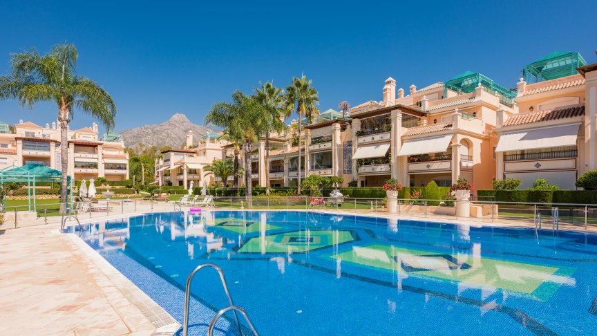 Marbella Golden Mile, Stunning duplex penthouse with great location within a gated luxury complex on the golden mile