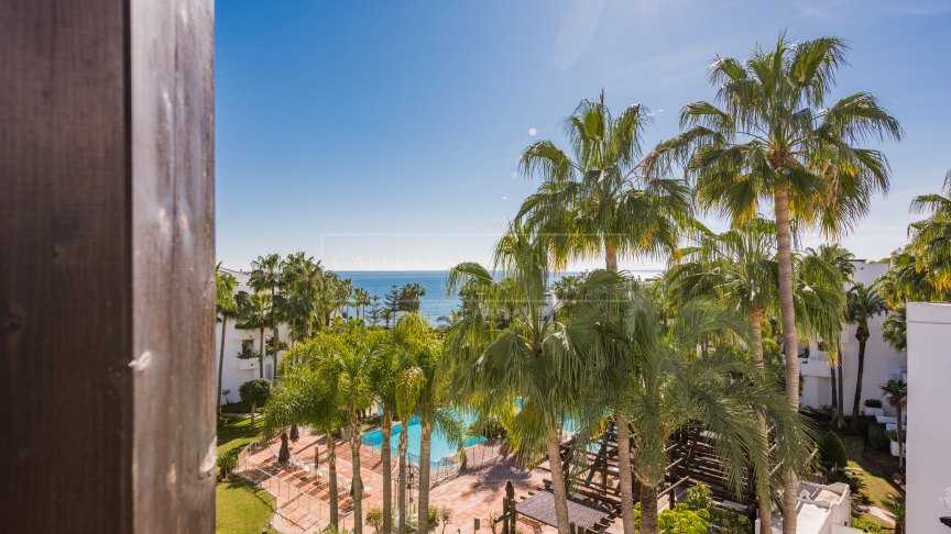 Marbella Golden Mile, Duplex penthouse with sea views in Japanese Gardens, Puente Romano, Marbella Golden Mile
