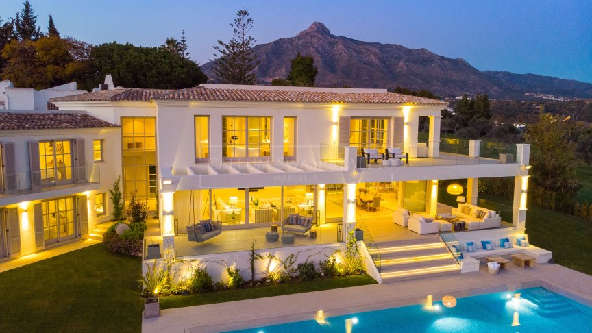 Nueva Andalucia, Exclusive frontline Golf villa in Aloha